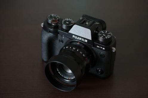 Vented bayonet lens hood.